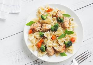 ¿Cuánto tiempo se puede dejar la pasta fuera del frigorífico para comerla sin riesgo?